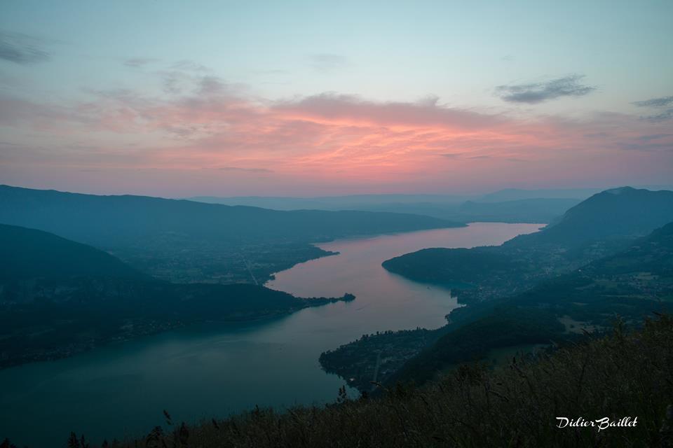 sunset lake annecy