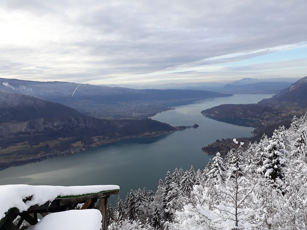 view lake annecy winter