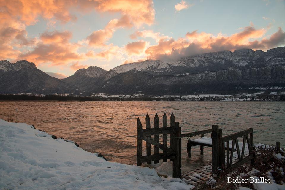 lake annecy snow
