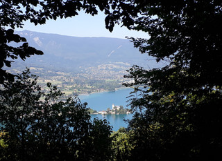 Example of a driving tour around Annecy