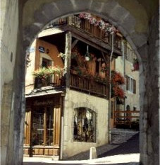 Unusual Annecy Walk in Old Town