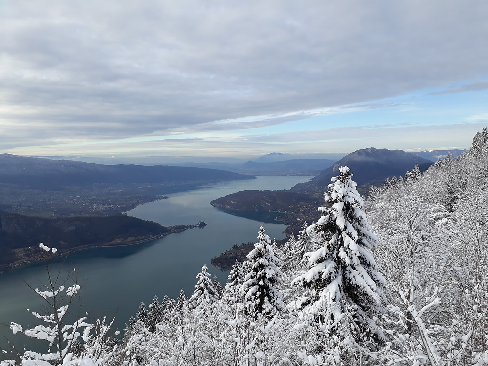 lake annecy snow