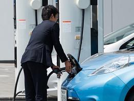 יפן שואפת לבטל כלי רכב המונעים בגז ב -15 השנים הבאות.