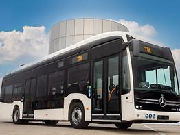 האוטובוס העירוני החשמלי החדש של מרצדס נוחת בישראל.