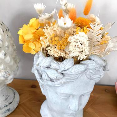 Vase tête fleuri de Caroline
