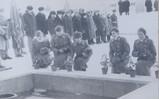 Возложение цветов к Вечному огню при заступлении школы № 58 в Почетный караул.  г. Куйбышев, 23 января 1986 г.