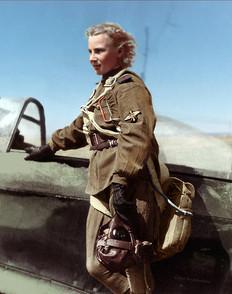 Лидия Владимировна Литвяк – самая результативная женщина-пилот Второй Мировой войны.  Пилот 73-го гвардейского истребительного авиаполка младший лейтенант Лидия Литвяк занесена в Книгу рекордов Гиннесса как женщина-лётчик, одержавшая наибольшее число побед в воздушных боях. Лидия Владимировна родилась в Москве в 1921 году. С 14 лет занималась в аэроклубе, в 15 лет совершила свой первый самостоятельный полет. На фронте освоила истребитель Як-1. Уже во втором боевом вылете над Сталинградом сбила немецкого барона, кавалера Рыцарского креста. На капоте ее самолёта была нарисована белая лилия, и Лидия Литвяк получила прозвище «Белая лилия Сталинграда». Не вернулась из вылета в августе 1943, когда шли тяжёлые бои по прорыву немецкой обороны на рубеже реки Миус, закрывавшем дорогу на Донбасс.