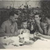 1950-е гг. В старом доме.jpg