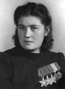 Дануте Юргио Станелиене - первая из четырёх женщин — полных кавалеров ордена Славы.  Дануте Станелиене родилась 20 апреля 1922 года в деревне Пелуцмургай в Литве. В начале Великой Отечественной войны она была эвакуирована в Ярославскую область, где стала работать в колхозе. В 1942 году добровольцем пошла в Красную Армию, окончила курсы пулеметчиков и в декабре попала на фронт. В декабре 1943 года в бою за деревню Родные в Витебской области, заменила выбывшего из строя командира пулемётного отделения, оставшись одна у пулемёта, поддерживала огнём наступающую пехоту. За мужество и отвагу, проявленные в боях, в январе 1944 года она была награждена орденом Славы 3-й степени. В ходе боев в Белоруссии, Дануте Юргио отразила свыше десяти контратак и уничтожила до сорока гитлеровских солдат, и в августе 1944 года была награждна орденом Славы 2-й степени. А уже в октябре 1944 года в бою за литовский населённый пункт Байнуты уничтожила вражеского снайпера, трёх автоматчиков, взяла в плен одного гитлеровского пехотинца. За образцовое выполнение заданий командования в боях с немецко-фашистскими захватчиками была награждена орденом Славы 1-й степени, таким образом став став полным кавалером ордена Славы и первой из женщин — воинов Красной армии, удостоенной орденов Славы всех трёх степеней.