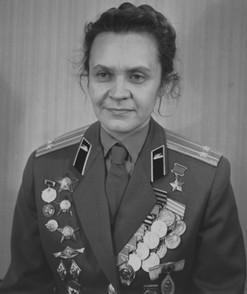 Ирина Николаевна Левченко - первая советская женщина, удостоенная медали имени Флоренс Найтингейл.  Служила в операционно-перевязочном взводе, затем санинструктором роты 744-го стрелкового полка 149-й стрелковой дивизии 61-й армии Брянского фронта. К маю 1942 года вынесла с поля боя и оказала первую медицинскую помощь 168-ми раненым. В это время ей было всего 18 лет. В боях на Керченском полуострове она была сама тяжело ранена и эвакуирована в госпиталь. После выздоровления медицинская комиссия постановила снять Ирину Левченко с военного учёта. Однако после неоднократных просьб была зачислена курсантом в Сталинградское военное танковое училище. После его окончания в звании лейтенанта она добилась отправки на фронт, участвовала в штурме Смоленска, где в третий раз была ранена. Затем Ирина Левченко служила офицером связи, командовала группой лёгких танков Т-60, освобождала Карпаты, Румынию, Болгарию, Венгрию. Войну окончила под Берлином. За совершенные подвиги в годы Великой Отечественной войны она была награждена тремя орденами Красной Звезды и 10-ю медалями. Министр обороны Болгарской Народной Республики генерал Добри Джуров наградил ее именным оружием. В 1961 году Международный Комитет Красного Креста наградил её медалью Флоренс Найтингейл, которая присуждается медицинским сестрам за исключительную преданность своему делу и храбрость при оказании помощи раненым и больным, как в военное, так и в мирное время. А 6 мая 1965 года подполковнику запаса Ирине Левченко было присвоено звание Героя Советского Союза.