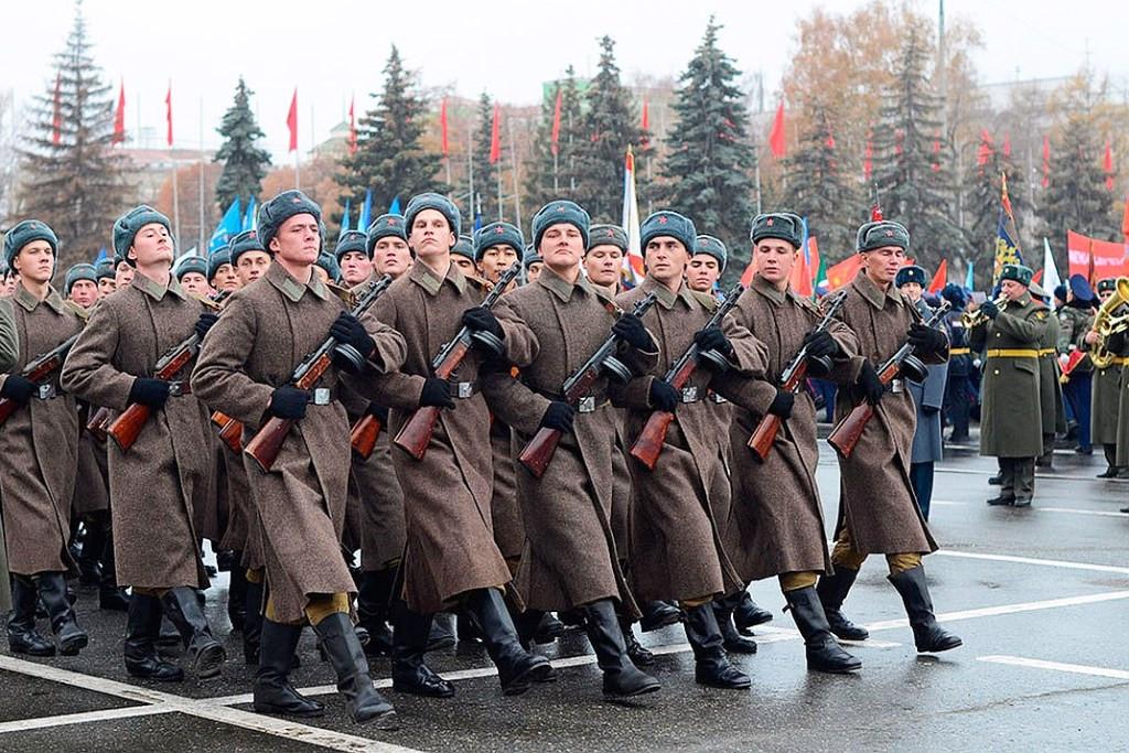 С 2011 года в Самаре ежегодно проходят Парады Памяти в честь военного парада 7 ноября 1941 года
