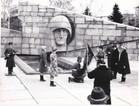 Церемония передачи знамени куйбышевского Поста №1 от школы, сдавшей пост, школе, его принимающей.  г. Куйбышев, 1980-е гг.