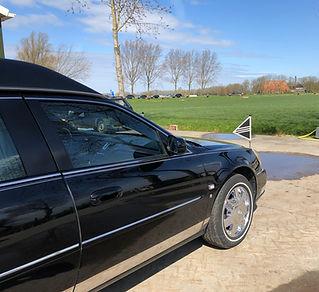 Cadillac rouwauto zwart