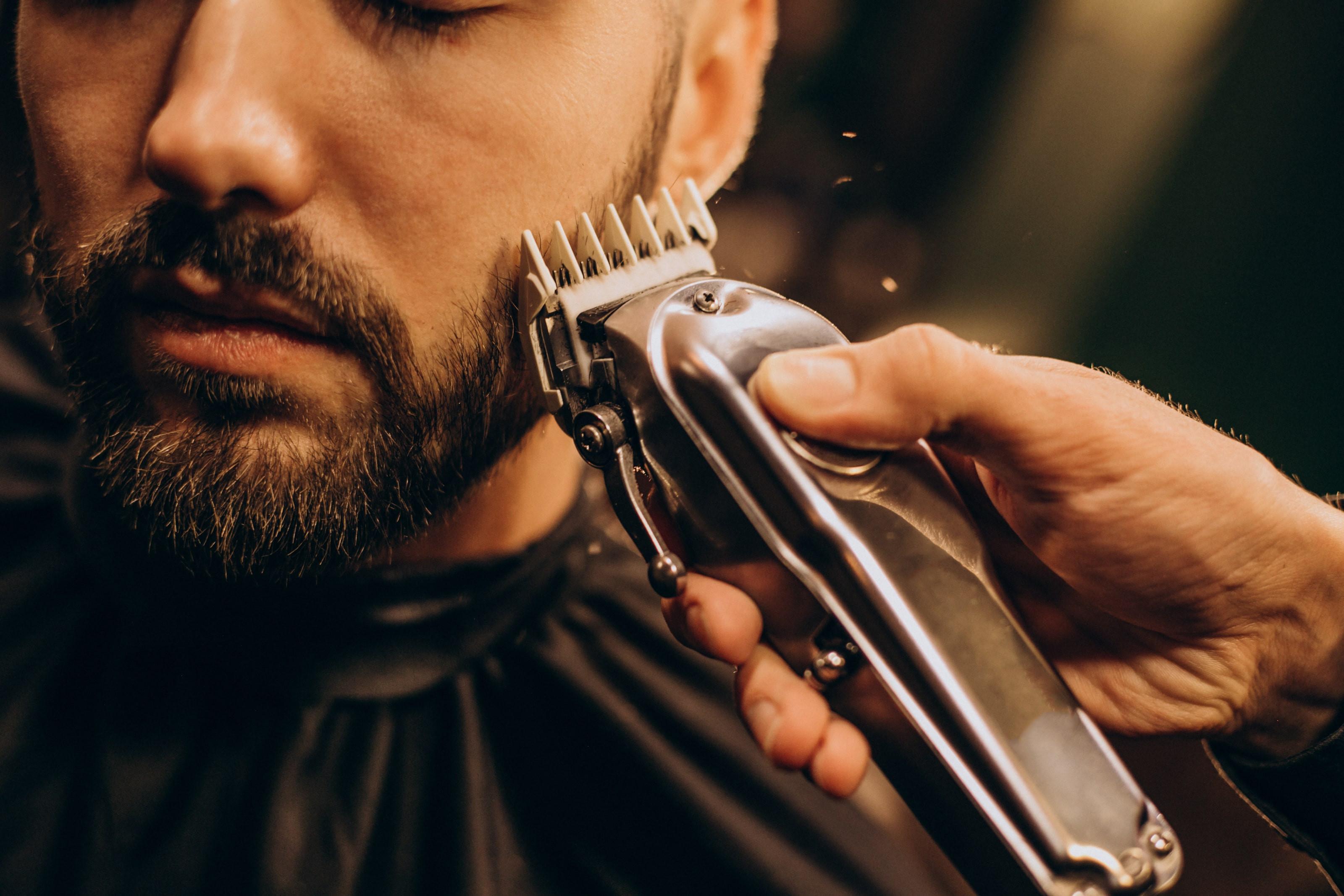 Taille de la barbe / rasage traditionnel