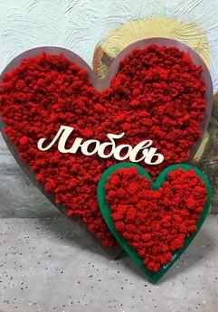 Панно из красного ягеля в форме сердца к 14 февраля