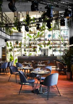 Ресторан Department57 1200 м2 Инсталляция световая с тропическими листьями 2018
