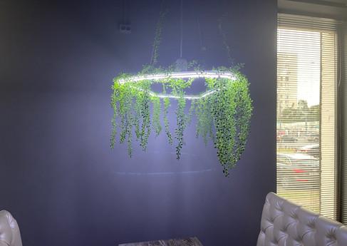 Диодная люстра из искусственных растений. Клуб TWIGA