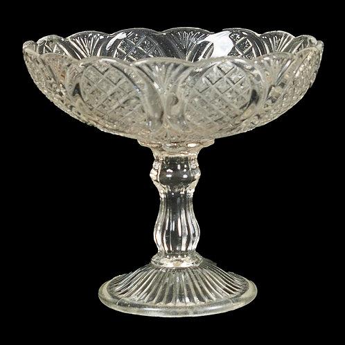 "131 Crystal Bowl, ""Tulip"" Pattern | Bol en crystal, motif ""tulipes"""