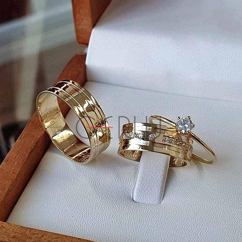 Par de Alianças de Casamento Ouro 14K Trabalhada e com Pedras na Feminina