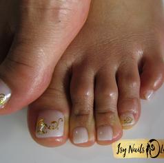 Isy Nails & Lashes - Fusspflege