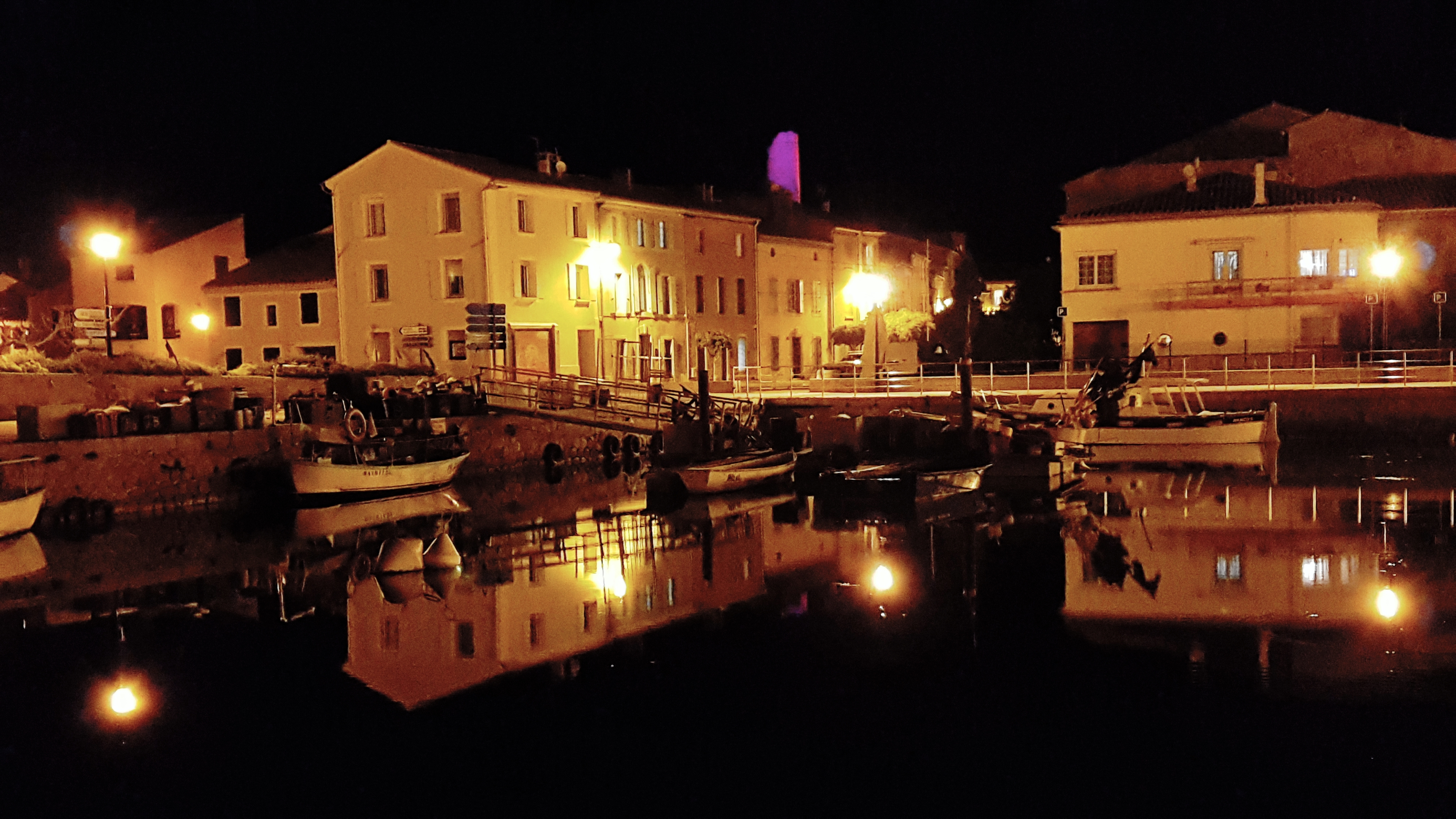 Gruissan by night