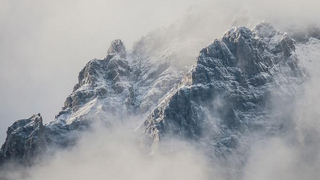 Montañas brumosas