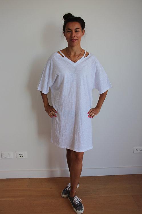 V-NECK basic white dress