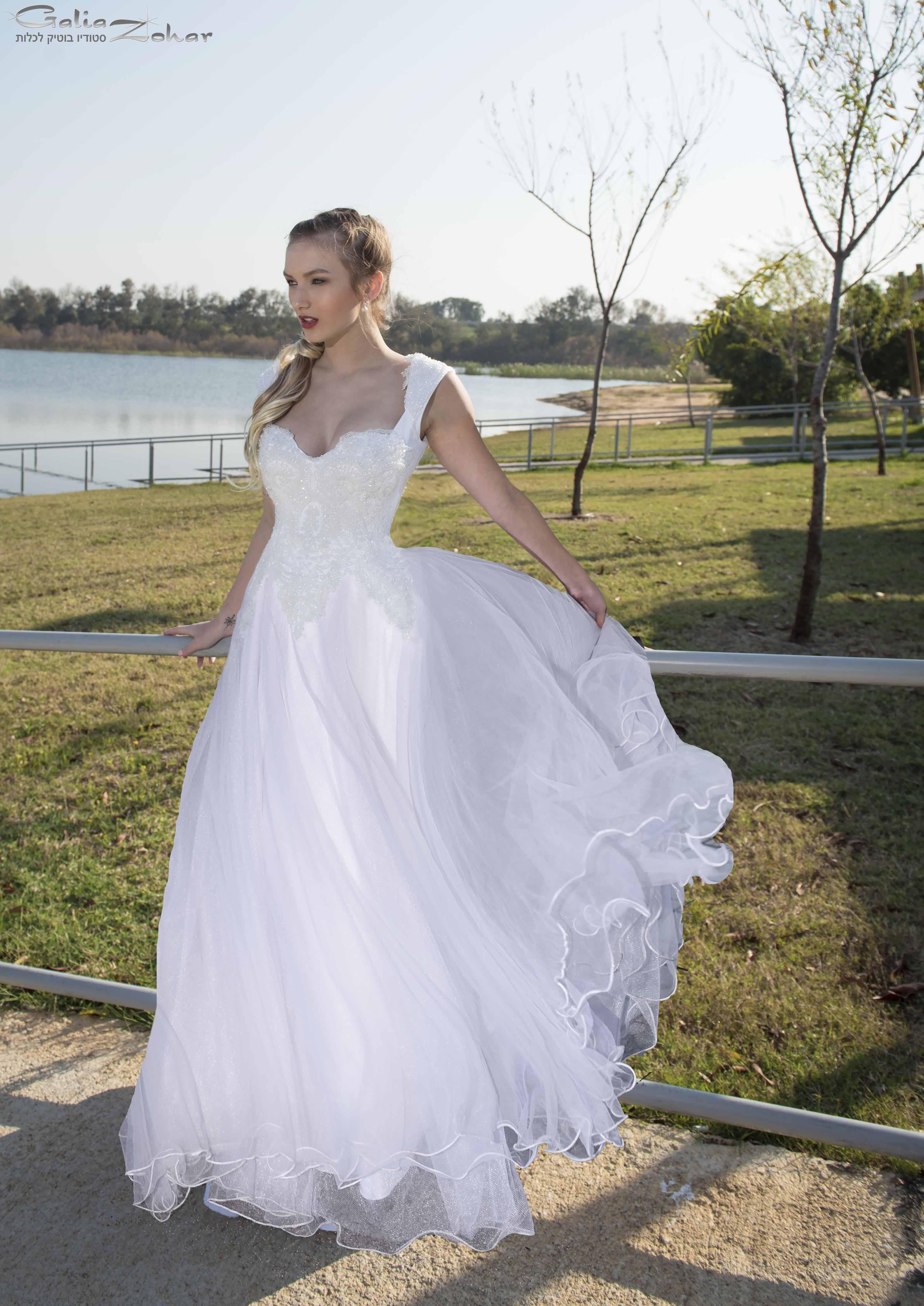 שמלת כלה חרוזי קריסטל נסיכותית