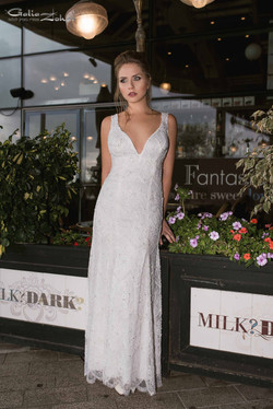 שמלת כלה קלאסית בתחרה מרשימה