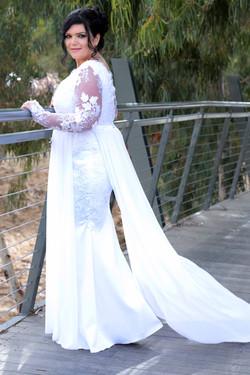 שמלת כלה בגזרה צמודה שובל שיפון