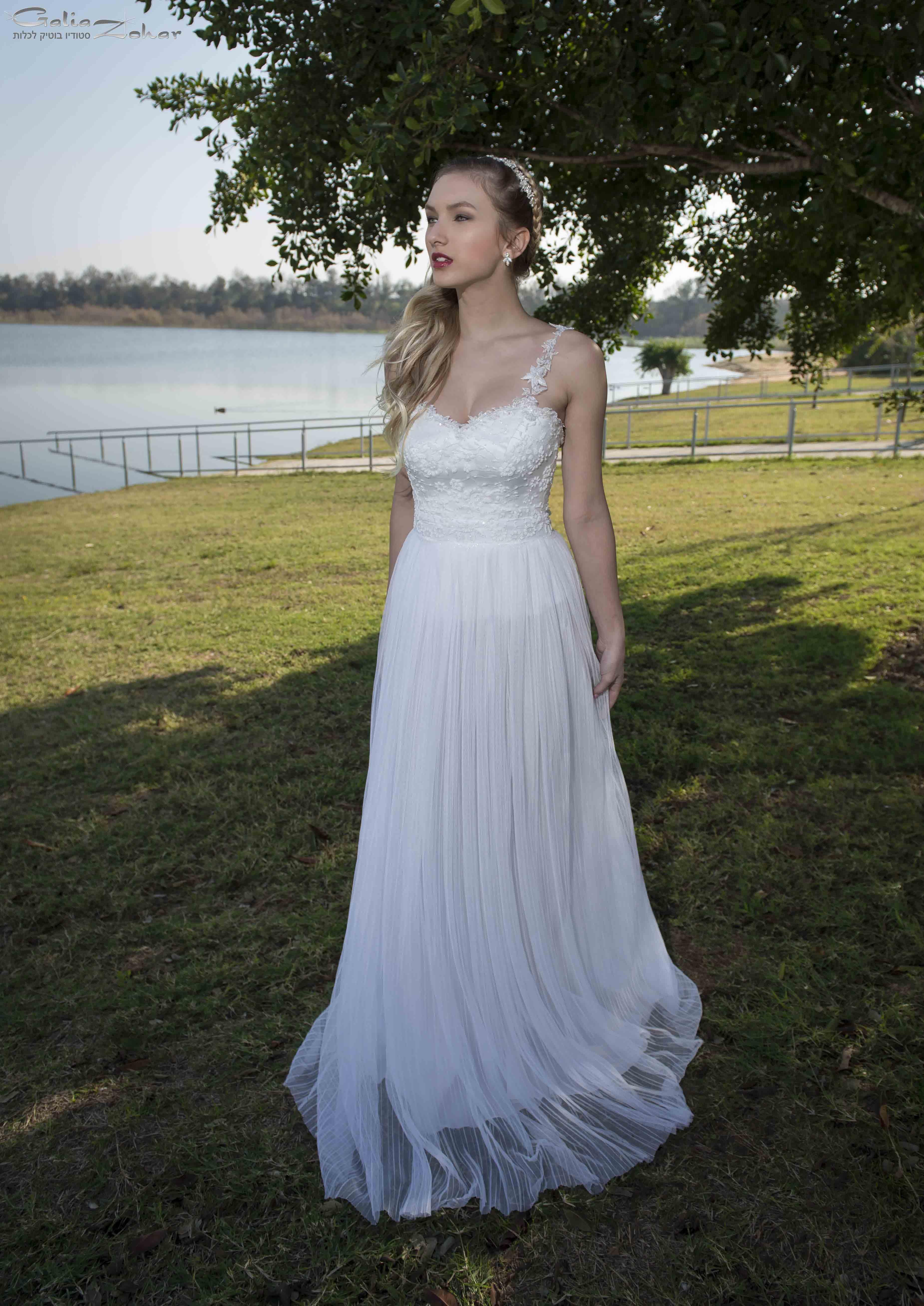 שמלת כלה רומנטית בטול פליסה