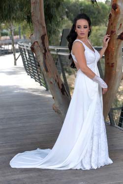 שמלת כלה תחרה מחורזת