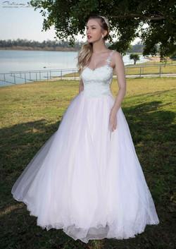 שמלת כלה מרשימה בבדי ניצנוצים וטולים