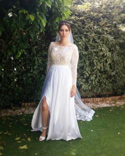 ג'וליאנה בשמלת כלה רומנטית