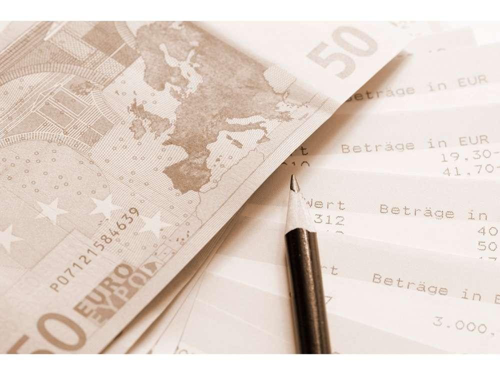 As primeiras cédulas de Euro entraram em circulação em Janeiro de 2002