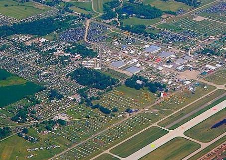 Conheça Oshkosh, cidade que recebe anualmente a maior feira de aviação do mundo