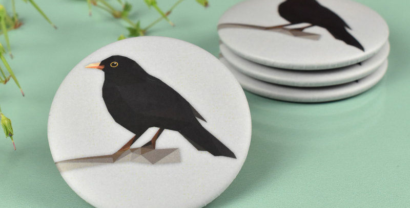 Magnet button Common Blackbird - Low-poly art.