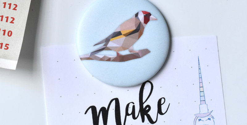 Magnet button Goldfinch - Low-poly art.