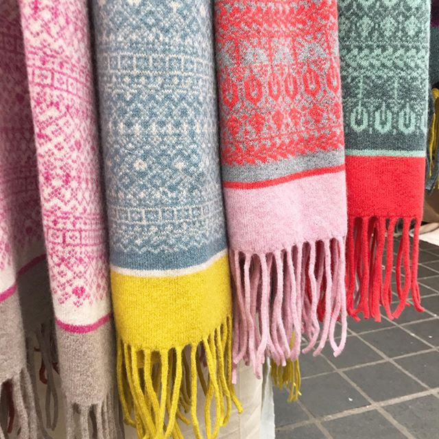 Wrap scarf with tassels
