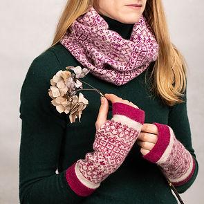 suzie_knitwear_330.jpg