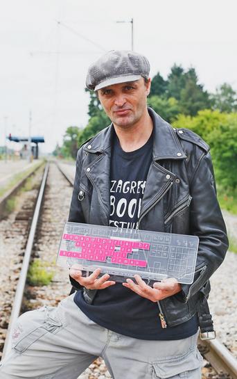 Damir Karakaš remporte le prix tportal avec son roman La célébration (Proslava)