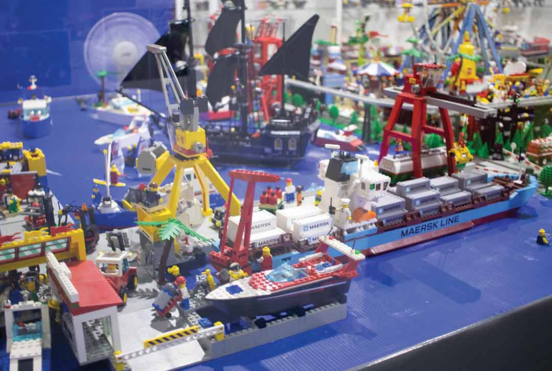 LEGO-4-65k.jpg