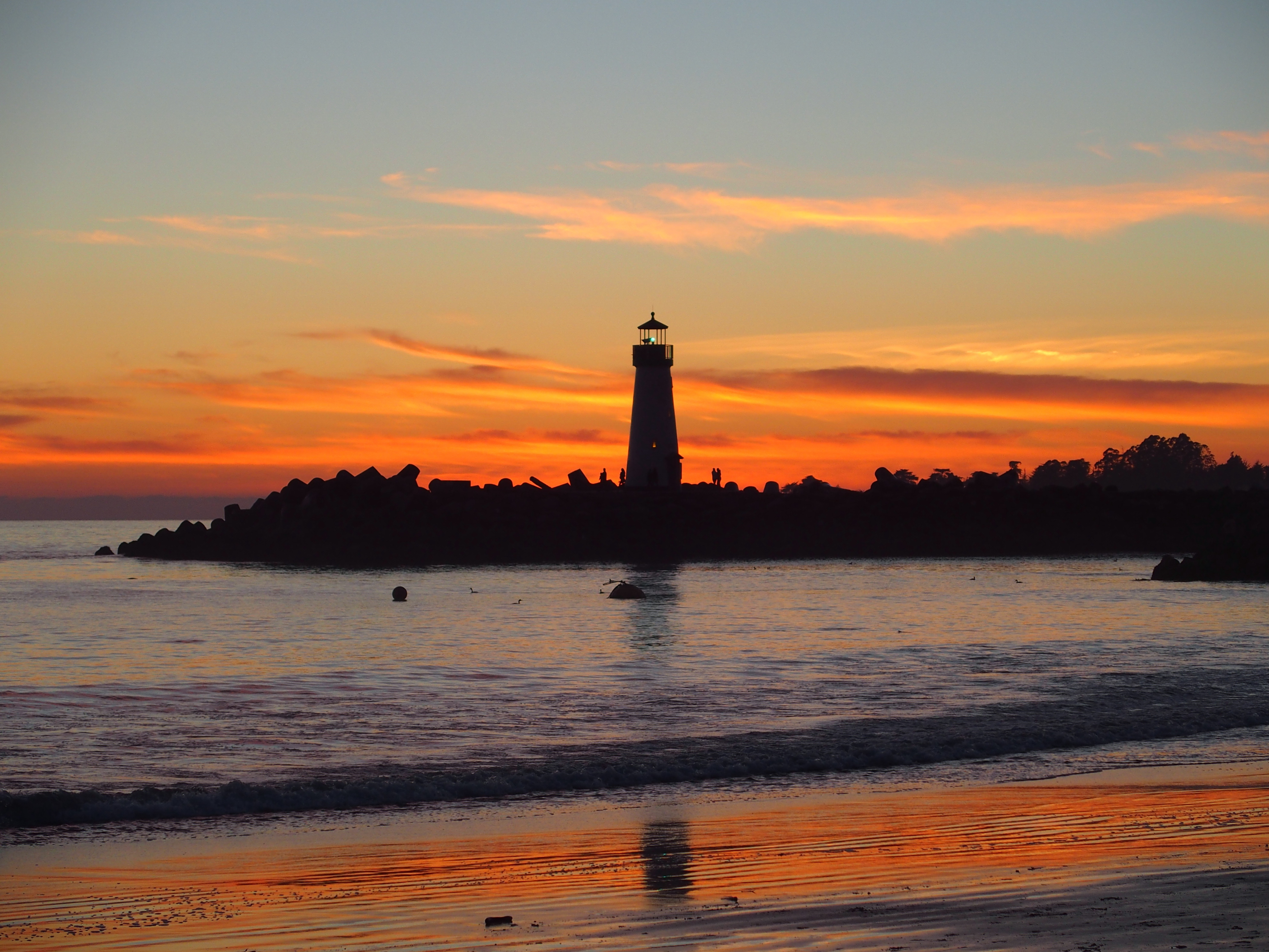 Twin_Lakes_Beach_Lighthouse