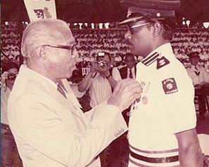 Mr V. Krishnan receiving the Serving Brother Medal