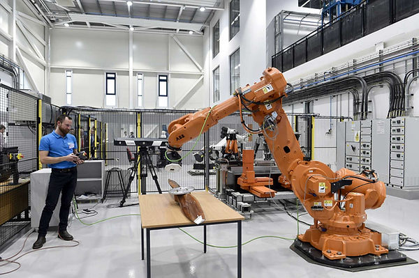 Robots-at-work-in-the-Centre-for-Aerospa