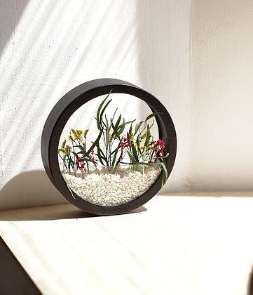 Кашпо Black Plants Bag M с цветочной композицией