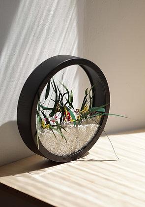 Кашпо Black Plants Bag L с цветочной композицией