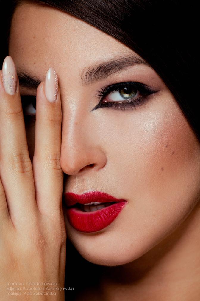 Natalia - red lips