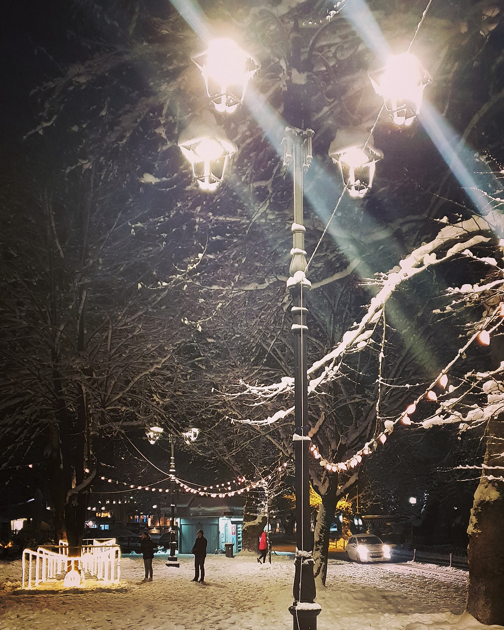 White night in the city - Photo by Mary Samou