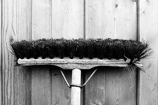 broom-1038808_1280.jpg